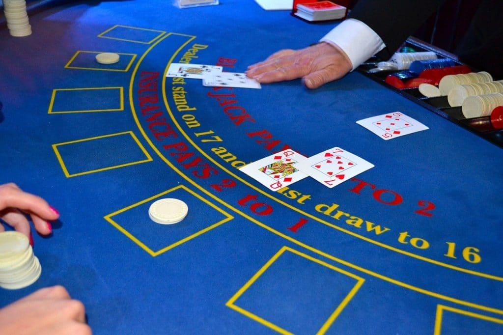 カジノのブラックジャックのイメージ画像